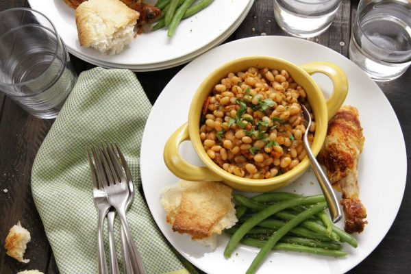 Easy Family Meal: Slow Cooker Tomato & Herb White Beans :: Camellia ...